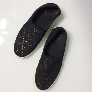 Report Perforated Gold & Black Slip On Sneakers